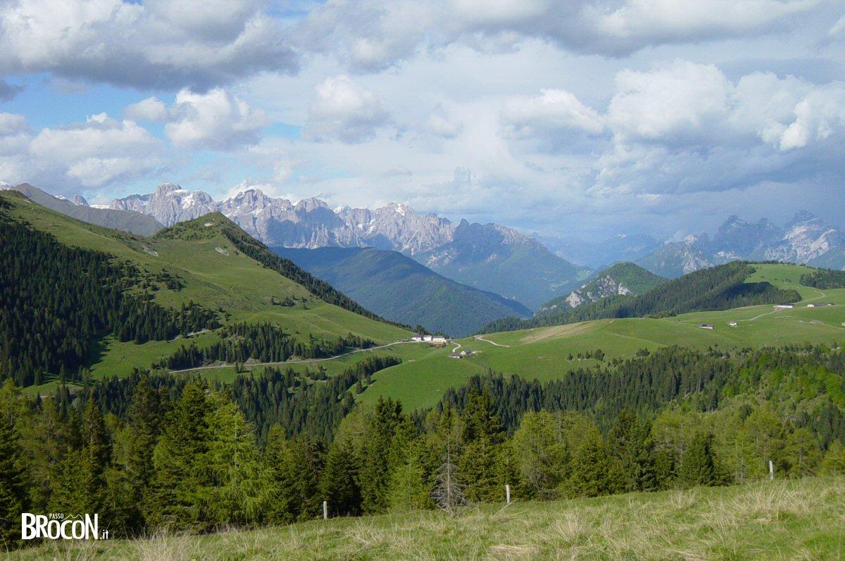 Panorama Passo Brocon in estate